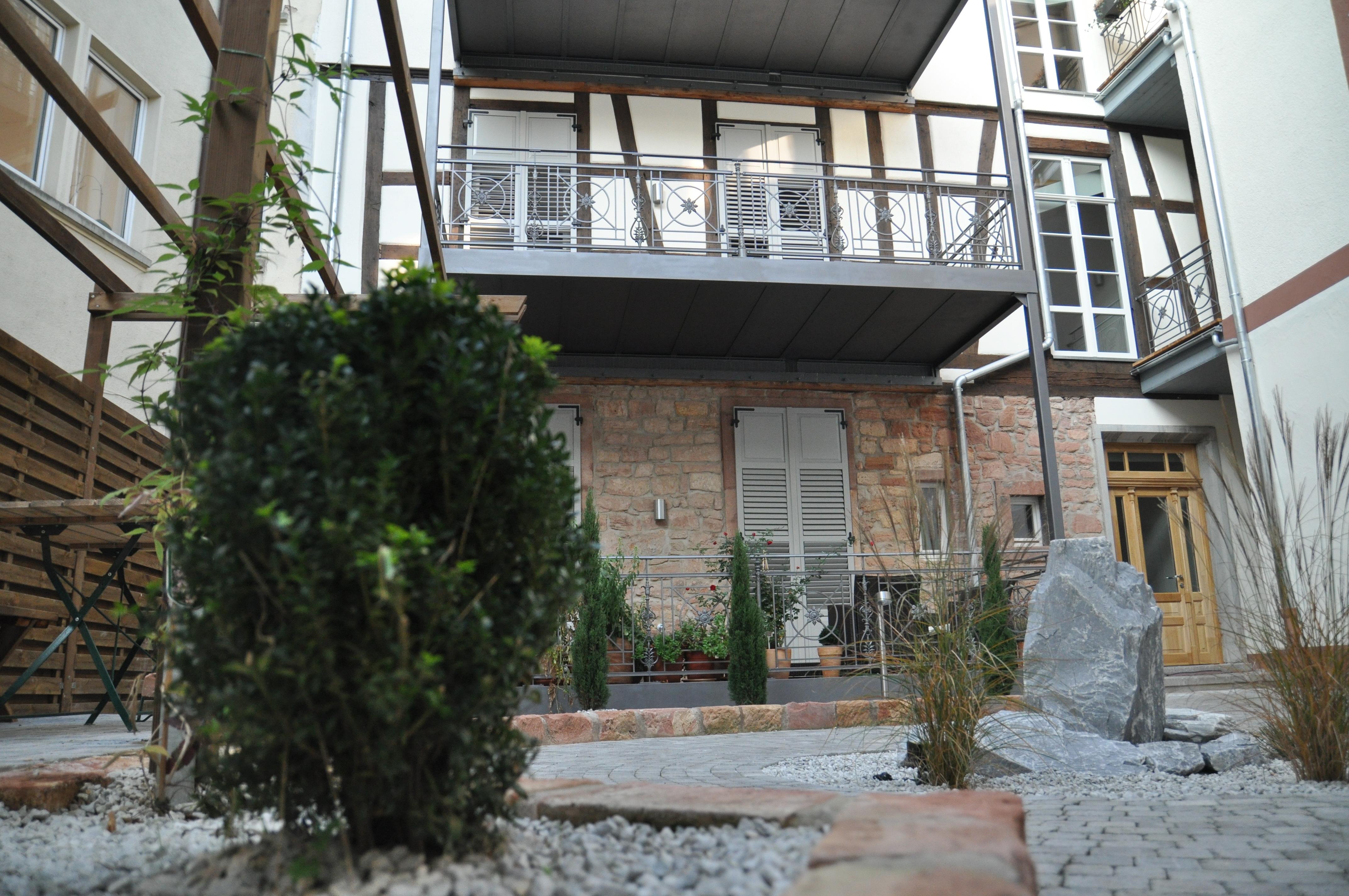 Außenanlage mit mediteranem Stil